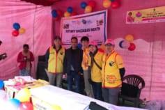 インドでの福山会員のポリオワクチン投与活動